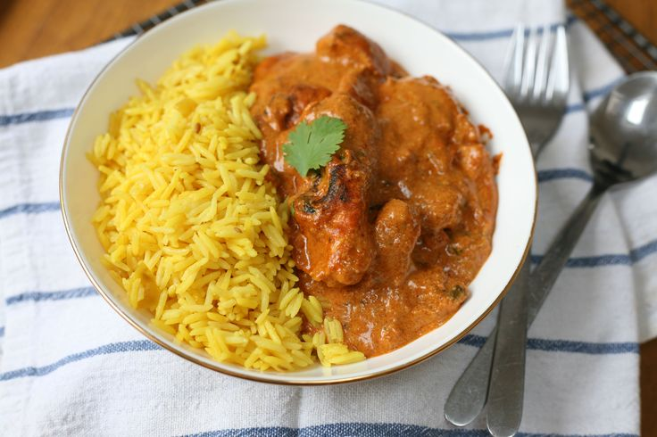 A favourite of mine is Indian food, so when my friend made this slow cooker butter chicken, we were head over heels! I don't think I've tasted a better Butter Chicken. This is great to put into the slow cooker in the morning and come home to a house that smells gorgeous. Serve with basmati rice and naan bread.