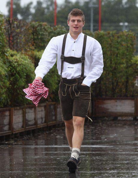 Toni Kroos in lederhosen!