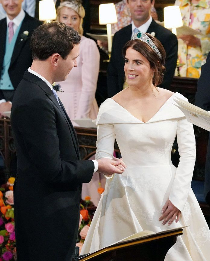 How Does Princess Eugenie S Wedding Dress Compare To Sarah Ferguson S Gown Eugenie Wedding Royal Wedding Dress Princess Eugenie Jack Brooksbank