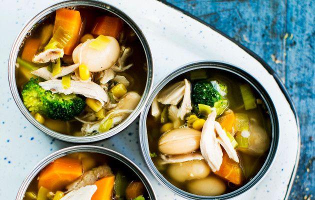 Nopea kanakeitto / Chicken soup / Kuva/Photo: Pekka Holmström/Otavamedia
