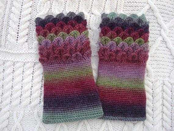Crocodile Stitch Dragon Scale Crochet Wrist by SelkieCrochet, $25.00