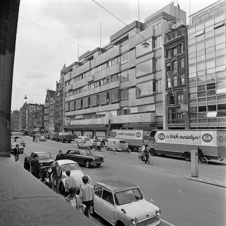 19 augustus 1968 AMSTERDAM-WARENHUIS-C&A De laatste hand aan de voltooiing…