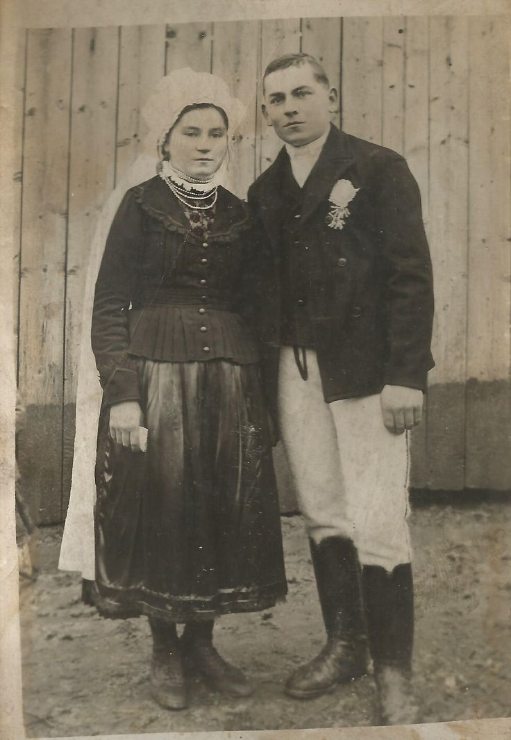 Hungarian traditional  wedding photo from Transylvania in 1920.