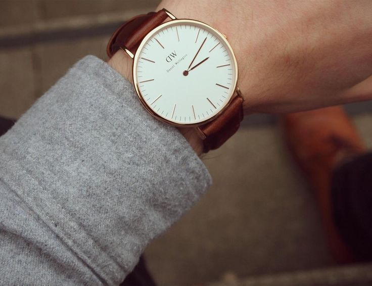 Designed for the modern gentlemen and ladies, the Daniel Wellington Bristol is the classic analog quartz watch for your wrists.