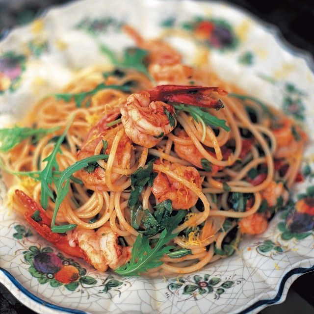 Spaghetti with prawns & rocket with sun-dried tomatoes and a splash of white wine! A real crowd pleasing recipe... Hit the link in my profile for the recipe. Jamie xxx #
