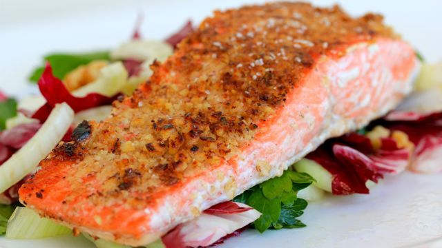 Walnut Crusted Wild Salmon Kissed w/ CinnamonSeafood Dinner, Walnut Crusts, Wild Salmon, Crusts Salmon, Healthy, Salmon Kisses, Crusts Wild, Cleaning Eating, Dinner With Cinnamon