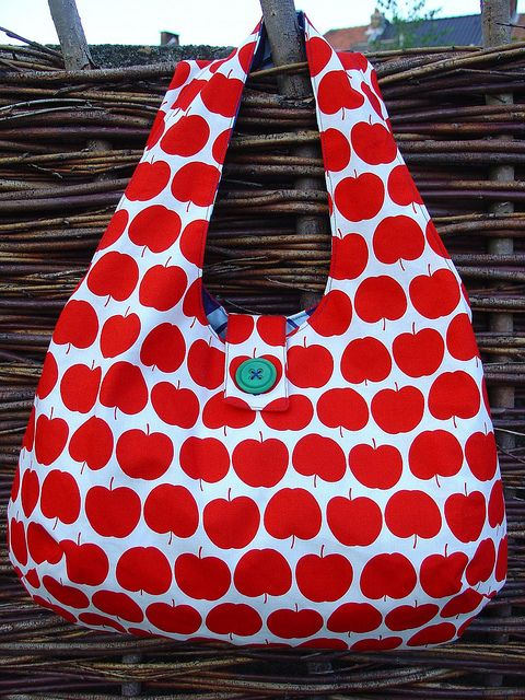 Reversible bag - Love the button! :)