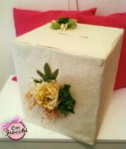 Creazioni fatte a mano: scatole portabuste per matrimonio.