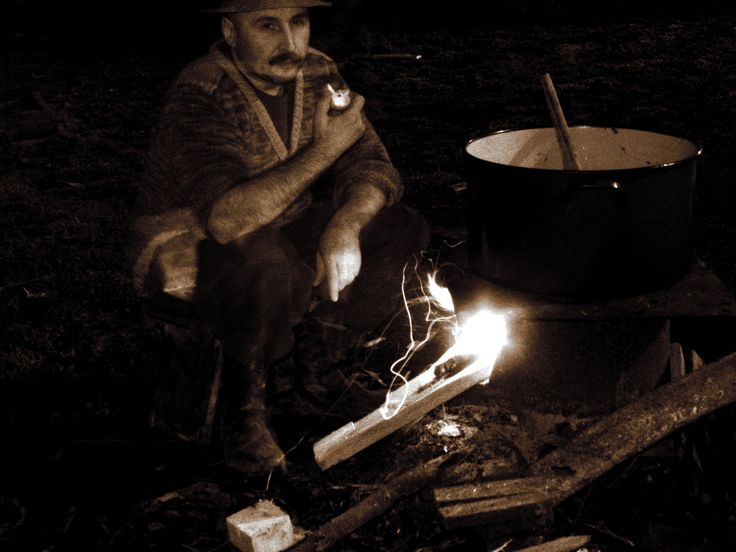 Statu' langa foc, intr-o seara de iarna...