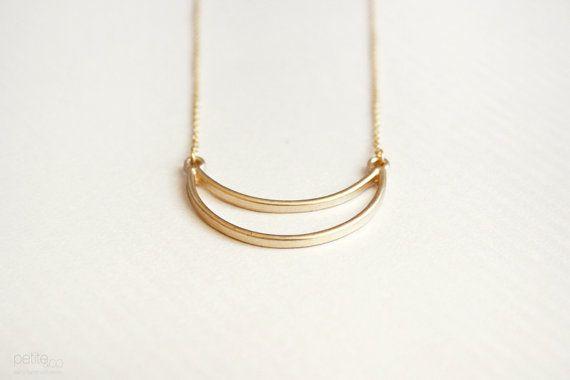 bijoux modernes dainty Crescent  collier en or par PetiteCo sur Etsy, $15.00