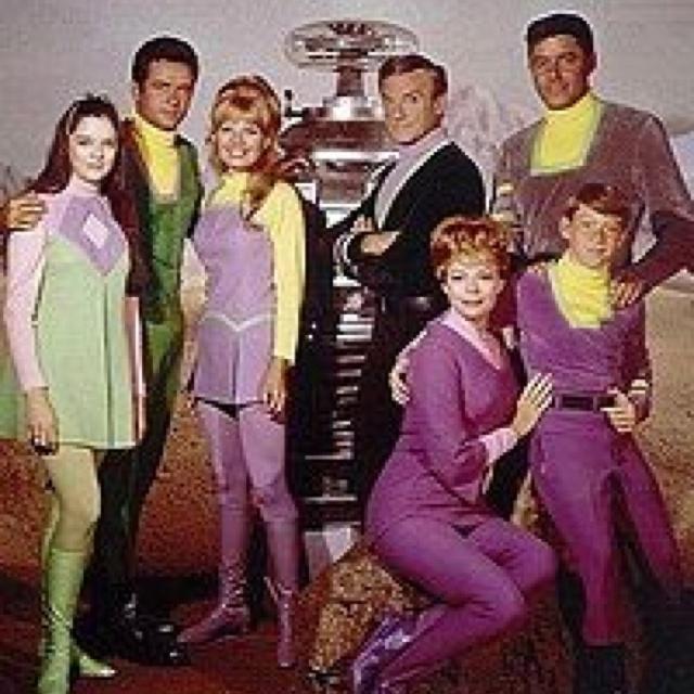 Lost in Space - gammel serie, som blev til en (halvdårlig) film i 00'erne. Ikke værd at se fra ende til ende, men sjovt at se fordi det viser noget om 60'erne