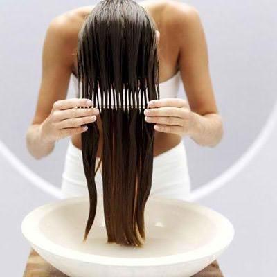 Cómo alisar el cabello sin plancha. El uso frecuente de planchas y secadores puede dañar el pelo, haciendo que pierda brillo, vitalidad y provocando que se rompa. Pero si tienes el pelo liso u ondulado, te proponemos un nuevo método par...