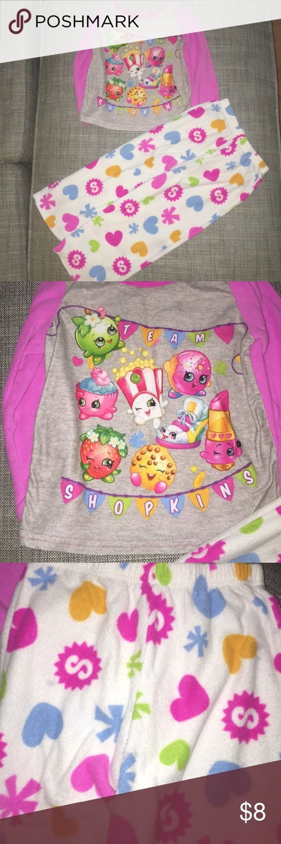 Shopkins fleece pajamas tag has been cut from the top but these are girls size 6. fleece top & bottoms, really soft! shopkins love! Shopkins Pajamas Pajama Sets