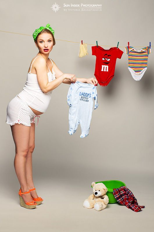 Pin-up pregnancy photoshoot from Sun Inside Photography by Victoria Savostianova. Facebook: