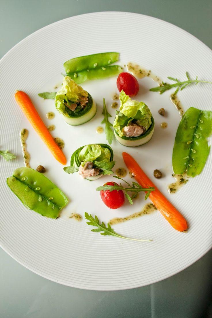 Komkommer-tonijnrolletjes met groentensalade - Hap & Tap !