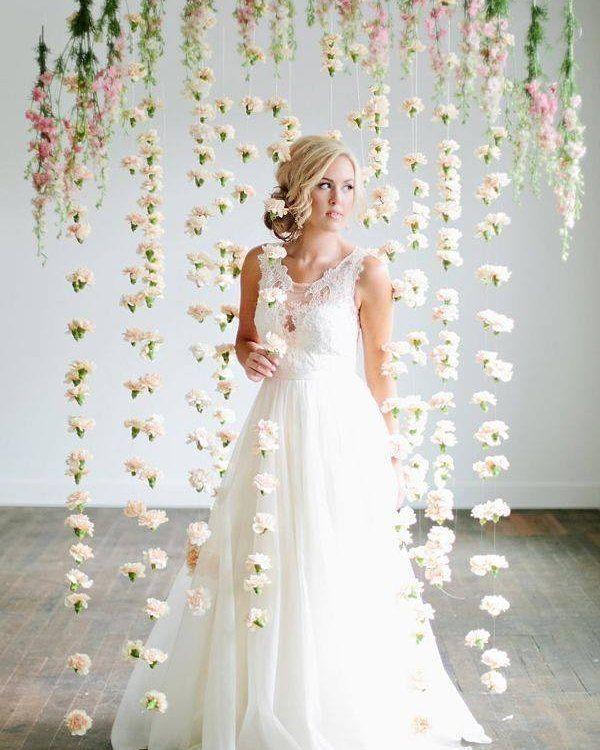 AI QUE TÔ SUSPIRANDO AQUI! Noiva linda de vestido lindo e com flores maravilhosas! Muito arraso.  #noiva #bride #ceub #casaréumbarato #wedding #instawedding #casamento #buquê #flores #flower #buquêdenoiva #inspiração #instawedding #noivas #noiva #noiva2016 #noiva2017 #ido #instabride #picoftheday #bridesmaid #dreamwedding #bff #engaged #bridetobe #fashion #fashionista