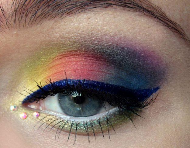 Разноцветный макияж для серо-голубых глаз с синими стрелками ::: onelady.ru ::: #makeup #eyes #eyemakeup