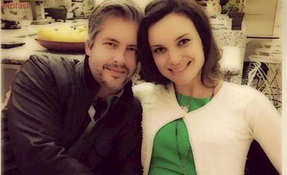 """Mulher de Victor faz post e defende cantor: """"Ele não me machucou"""""""