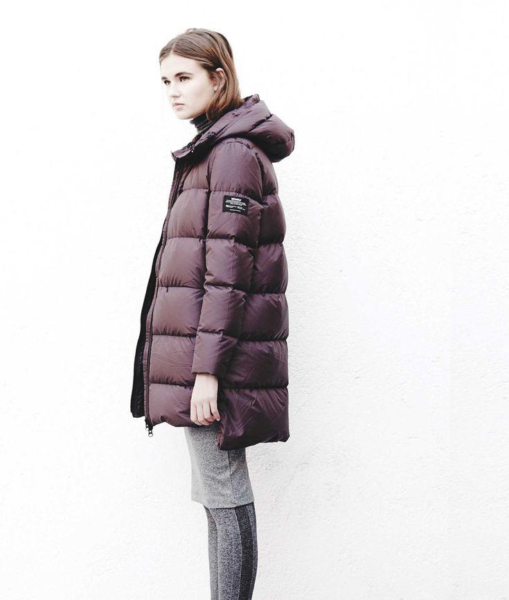 ECOALF MARANGU DOWN COAT WOMAN DARK BURGUNDY. This long down coat is made with 96 recycled plastic bottles.