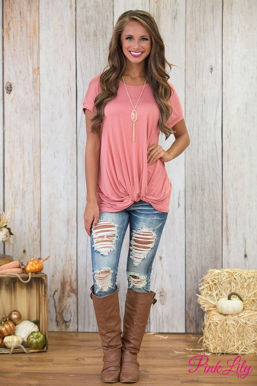 This lovely dusty pink blouse is so perfect for staying cute and comfortable all season long - from a girls day out to relaxing at home, you'll look fabulous everywhere!