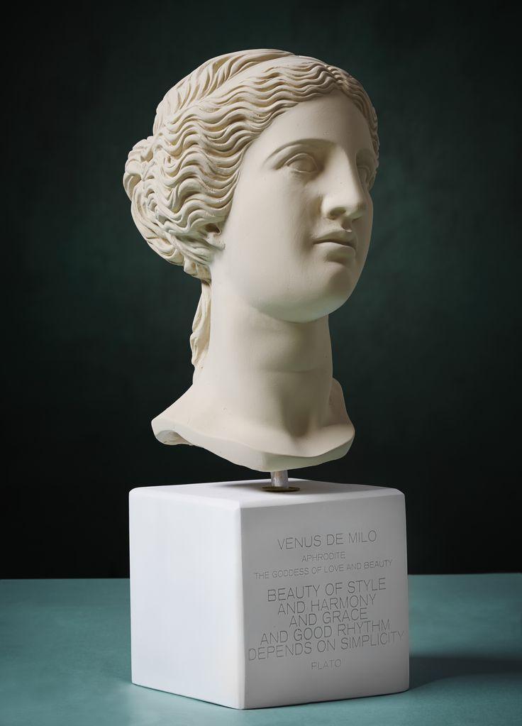 Venus de Milo. Statue. Material 100% Ceramine. Color: Ochre.