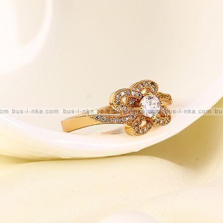Кольцо с золотом 18К и фианитами