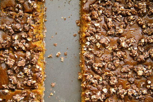 . healthy pumpkin pie oatmeal bars .