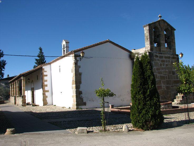 El Campanario de la Iglesia de Santo Domingo sorprende por el tamaño de los sillares de granito con que está construido.