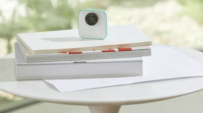 Google Clips is a new $249 smart camera that you can wear