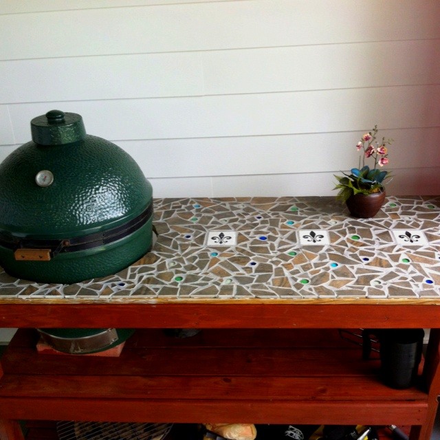 I tiled & stained an old Big Green Egg table my dad built me out of scrap wood. Extreme Makeover....BGE Edition!!