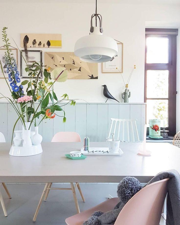Softe Pastelltöne, Zauberhafte Wohn Accessoires Und Frische Blumen Machen  Dieses Esszimmer Zu Etwas Ganz