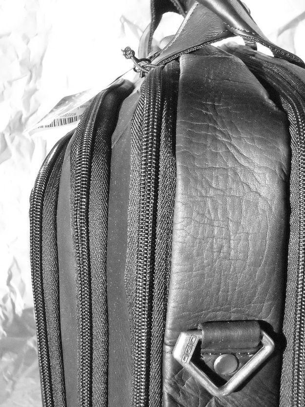 servieta, portlaptop, genti umar; 10 compartimente cu fermoar,  piele naturala USA OGIO (negru) https://gentosenii.wordpress.com/2017/01/24/servieta-dotata-10-compartimente-cu-fermoare-piele-naturala-usa-ogio/ via @GENTOSENII