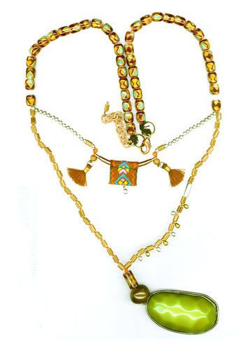 GREEN GLASS NECKLACE WITH GREEN STONE
