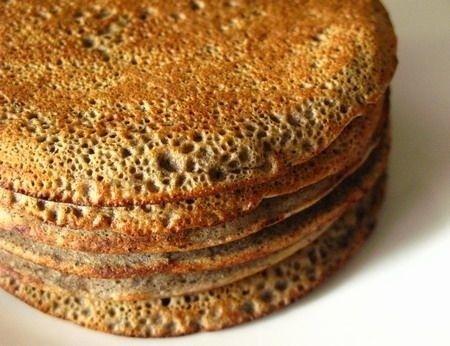 pancake di grano saraceno, latte di riso e cannella