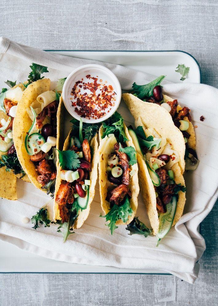 Super leuk taco recept met pulled kip in een zelf gemaakte paprika en honing marinade en snel gemaakte pickled ananas. Heel leuk voor een Mexicaans feestje!