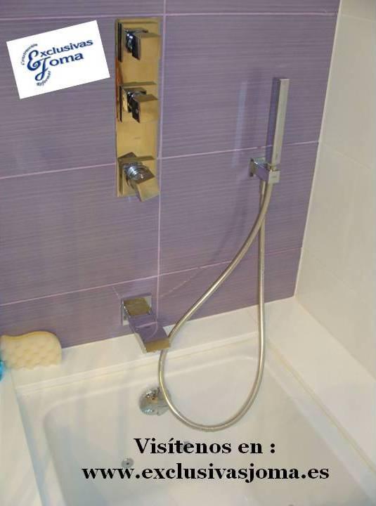 Empezamos el dia con la terminacion del baño de un cliente con decoracion en blanco y lila.Los azulejos son de la firma Baldocer.El radiador de diseño es de la marca Cicsa radiadores modelo tetra en acero inox.Toda la griferia de la mano de Griferias Tres empotrado en paredes.Si os fijais podreis ver la termostatica,la ducha de 450x450 en techo con cromoterapia (luz de colores).La bañera Roca modelo Hall total y sanitarios meridian suspendidos.Geberit.Compac .www.exclusivasjoma.es