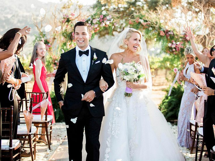 Pitch Perfect's Anna Camp and Skylar Astin Got Married This Weekend – See the…