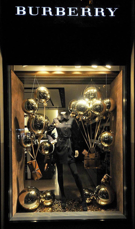 Burberry Christmas windows 2012, Budapest visual merchandising