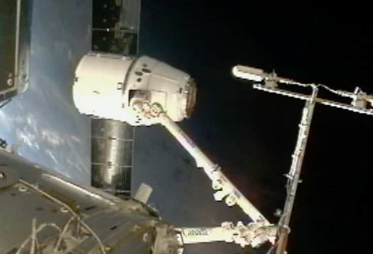 SpaceX Dragon capsule arrives at Space Station with cargo