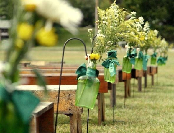 Decoracion para una ceremonia al aire libre.