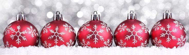 """♪♪♪ """"Ik houd van december, van alle feestdagen, ik houd van december, vooral de kerstdagen, want dan zijn we bij elkaar, gezellig bij elkaar. Een bal en een kaars en een piek op de boom"""".♪♪♪♪ Dit was het kerstliedje dat ik op de basisschool zong met mijn hele klas voor alle ouders op de laatste …"""