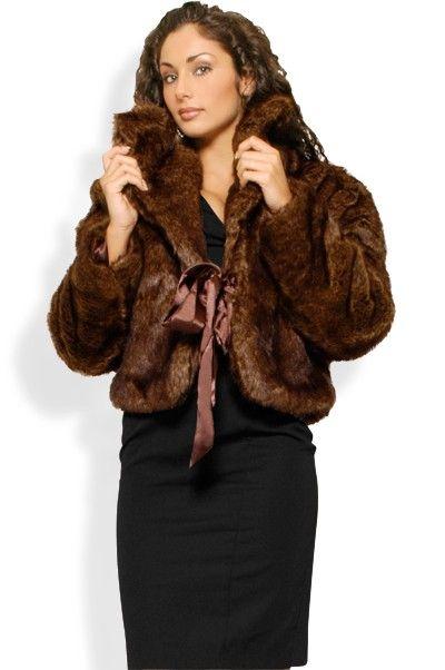 Abbigliamento da Donna  http://www.abbigliamentodadonna.it/giacca-coprispalle-pelo-p-341.html?osCsid=75fb4aaaa582ec6f5eddf6d631af52aa Cod.Art.000473 -      Giacca coprispalle in pelo, modello da donna con taglio a giacchino corto e manica lunga. E' dotato di elegante nastro in raso per chiuderlo sul davanti. Raffinato, elegante, ideale da abbinare ad abiti da sera per serate importanti in cui serve un look fashion ed alla moda.