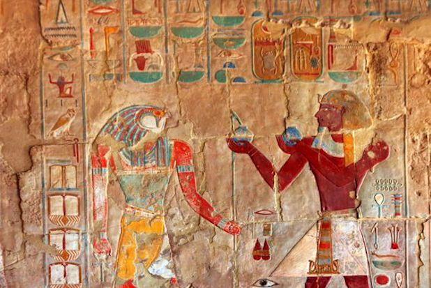 最新のDNAシークエンス技術によって、科学者たちはエジプトのミイラのDNA解析に成功した。エジプト人の遺伝子は外国からの征服よりも通商によって変化し、現代のエジプト人はサハラ以南のアフリカの人々と祖先をともにしていることがわかった。