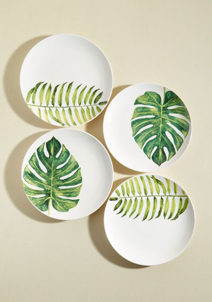 Gorgeous palm leaf dinner party plates!