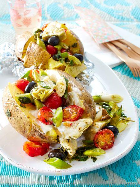 Ein Klassiker vom Grill: Mit allerlei Gemüse gefüllte Kartoffelpäckchen