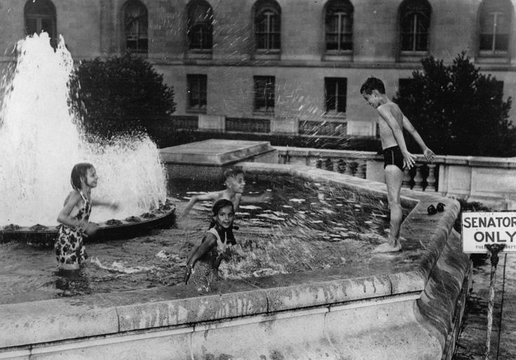 23 Vintage Photos That Show What Summer Fun Looked Like Before The Internet --- A signboard saying 'Senators only' near a fountain in the gardens of Washington's Capitol suggests that only senators are allowed to bathe here. As this is not the case, children of the capital are floundering about in the water. Around 1935. (Photo by Austrian Archives)