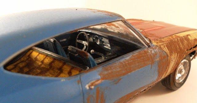 HoodRide  são aqueles carros, geralmente fuscas e kombis, antigos que o pessoal deixa com uma pintura que aparenta ferrugem (as vezes é ferr...