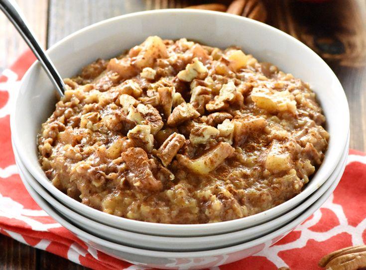 Une super de bonne recette de gruau overnight aux pommes dans la mijoteuse... Vous partez ça avant de vous coucher et miam miam le lendemain matin :)