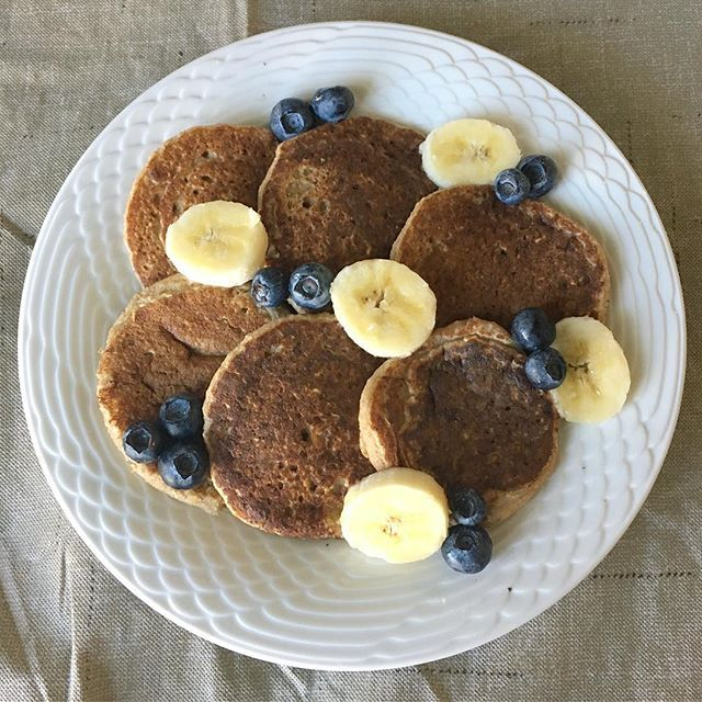 *1/2 cup + 1 tbls @quaker rolled oats  *1/2 cup @lovemysilk almond milk *3/4 small or 1/2 large ripe banana *1 tbls @bobsredmill coconut flour *1/4 tsp pure vanilla extract  *1/4 tsp @simplyorganicfoods cinnamon *1/4 tsp baking powder  *blend all the ingredients up  *spray a pan with EVOO *scoop some of the batter into the ban in the size pancake that you want, cooking it on medium/low heat