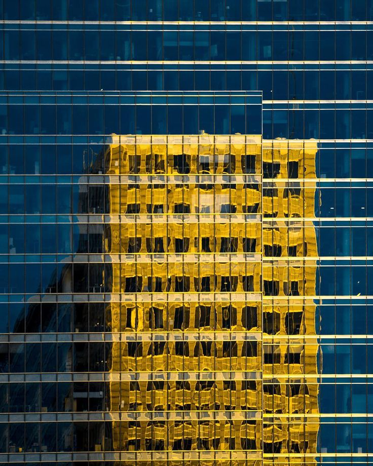Kto zgadnie co za budynki tu widać? :) #poland #warsaw #maze #gold #blues #architecture #glasshouse